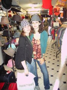 Marie und ich mit Hut